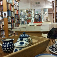 Photo taken at Topping & Company Booksellers by Mark L. on 10/19/2013