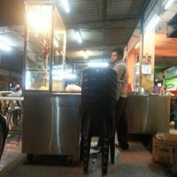 Photo taken at Haji Tapah Nasi Kandar (Melawati Foodcourt) by FairuzDaot on 1/23/2014