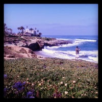 Foto tirada no(a) La Jolla Beach por Caitlin H. em 5/20/2013