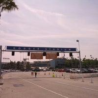 Das Foto wurde bei Dodger Stadium Parking von Corey P. am 4/7/2013 aufgenommen