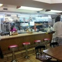 Foto tomada en Enriqueta's Sandwich Shop por Andy Y. el 10/23/2012