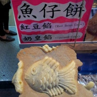 Photo taken at Coastal Dessert 北海甜品 by Andy Y. on 12/8/2012