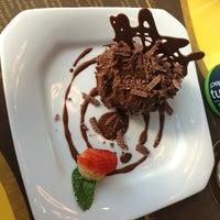 Foto tirada no(a) Grão Brasil Café por Tchescow V. em 6/5/2013