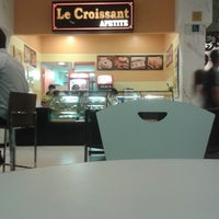 Photo taken at Le croissant by Deriky P. on 1/30/2014