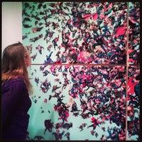 Foto tirada no(a) Boulder Museum of Contemporary Art por Kat W. em 6/20/2013
