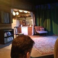 Photo prise au Hyde Park Theatre par JoAnn R. le3/22/2013