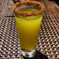 Foto tirada no(a) Two Lizards Mexican Bar & Grill por Ryan W. em 9/9/2013