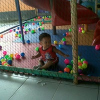 Photo taken at Ayam Penyet Pak Ulis by Anto L. on 10/22/2012