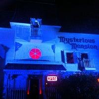 Das Foto wurde bei Mysterious Mansion von Allen S. am 11/9/2013 aufgenommen