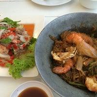 Photo prise au Nontnatee Resort & Restaurant par เอก ป. le8/26/2014