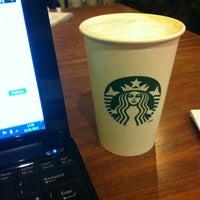 รูปภาพถ่ายที่ Starbucks โดย Marta K. เมื่อ 1/31/2013