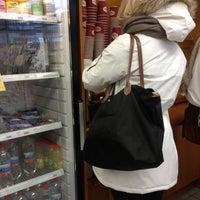 Das Foto wurde bei R-kioski von Nea M. am 11/15/2012 aufgenommen