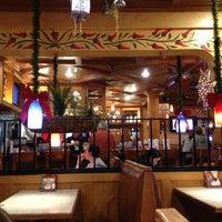 Foto tomada en La Parrilla Mexican Restaurant por James B. el 12/23/2012