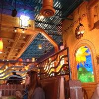 Foto tomada en La Parrilla Mexican Restaurant por James B. el 11/21/2012