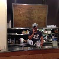Foto scattata a J&T Thai Street Food da Paul Andrew O. il 12/2/2013