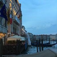 Foto diambil di Ca' Sagredo Hotel Venice oleh Claire L. pada 6/14/2017