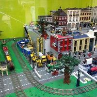 Снимок сделан в GameBrick. музей-выставка моделей из кубиков LEGO пользователем Jolie 9/22/2013