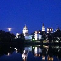 6/23/2013 tarihinde Оля Л.ziyaretçi tarafından Novodevichy Park'de çekilen fotoğraf