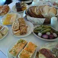 Foto tirada no(a) Café Colonial Gramado por Sandra A. em 11/3/2012