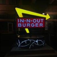 10/26/2017 tarihinde Amanda C.ziyaretçi tarafından In-N-Out Burger'de çekilen fotoğraf