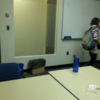 Das Foto wurde bei MIT Dewey Library (E53-100) von KC K. am 10/17/2012 aufgenommen