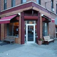 Foto tomada en Cafe Grumpy por Project Latte: a NYC cafe culture guide el 4/11/2013