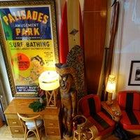 Снимок сделан в Bikini Bar Sip n' Surf пользователем Project Latte: a NYC cafe culture guide 2/20/2013