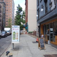 Foto tirada no(a) Wayside por Project Latte: a NYC cafe culture guide em 7/31/2013