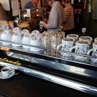 Снимок сделан в Birch Coffee пользователем Project Latte: a NYC cafe culture guide 2/20/2013
