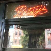 Photo prise au Patsy's Pizza - East Harlem par YourNYAgent le7/29/2013