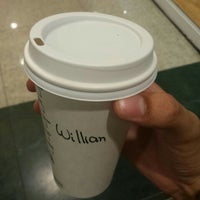 รูปภาพถ่ายที่ Starbucks โดย Willian S. เมื่อ 6/24/2016