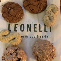 10/4/2018にAdrienne R.がLeonelli Focacceria E Pasticceriaで撮った写真