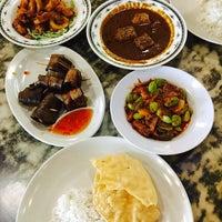 Photo prise au Restoran Kari Kepala Ikan SG par qeyda f. le5/14/2017