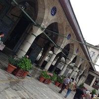Das Foto wurde bei Rüstem Paşa Camii von Mustafa B. am 7/7/2013 aufgenommen