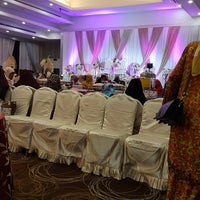 Photo taken at Parkview hotel by adeeyasrah on 8/10/2017