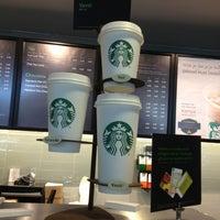 Foto tomada en Starbucks por Floor v. el 6/15/2013
