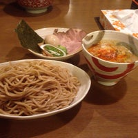 Photo taken at らーめんマル汁屋 by 梅干し キ. on 12/29/2013