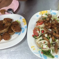 Photo taken at เฮง ข้าวต้มหัวปลา by Oum S. on 8/28/2016