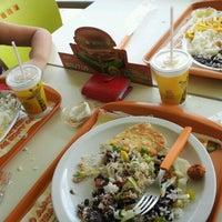 Photo taken at Giraffas by Fernanda S. on 12/17/2012