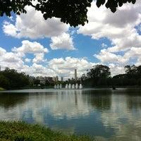 Foto tirada no(a) Lago do Ibirapuera por Tatiana B. em 11/11/2012
