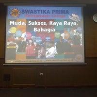 Photo taken at SMA Khadijah Surabaya by Wuryanano™ on 10/30/2012