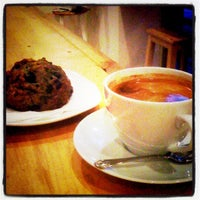 Photo prise au Fahrenheit Coffee par Brad B. le11/7/2012