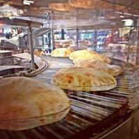 Photo prise au Phoenicia Specialty Foods par sherrY g. le3/16/2013