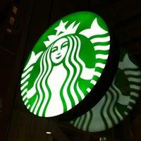 Foto tomada en Starbucks por Robin D. el 12/8/2012