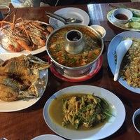 Photo taken at เจ๊อึ่งซีฟู๊ด (ป่าคั่น) Jae Aung Seafood by Belling J. on 1/21/2017