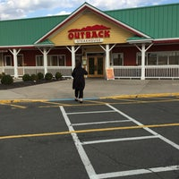 Photo taken at Outback Steakhouse by Vinny R. on 4/5/2015