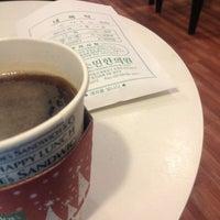 Photo taken at Joe's Sandwich & Coffee by Lee J. on 2/12/2013
