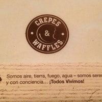 8/30/2013 tarihinde Ad R.ziyaretçi tarafından Crepes & Waffles'de çekilen fotoğraf