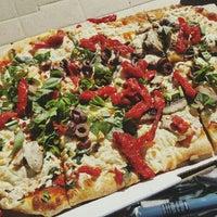 Foto tirada no(a) DC Pizza por Carrie E. em 3/1/2016
