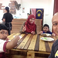 Photo taken at Restoran Kosiswa by Tuan Presiden K. on 12/25/2016